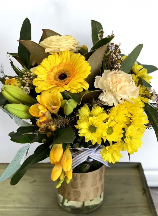 Big jar flowers of love bouquet yellow