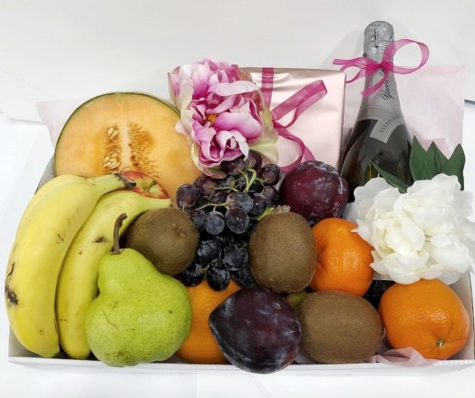 fruit and wine gift hamper